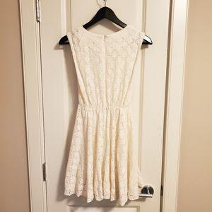 Luda Dresses - ❤4/25$ ❤ Sleeveless Ivory Dress